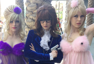 Austin Powers cosplayers