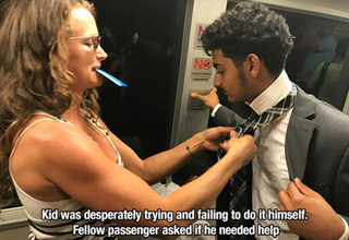 Stranger on train helps man tie his tie