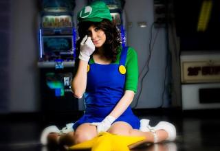 Luigi cosplay girl.