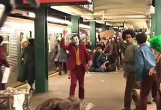 Jaoquin Phoenix in a scene dressed as the Joker