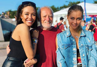 the meam harold in real life posing with two girls
