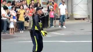 Filipino Traffic Cop Doing Job like a BOSS view on ebaumsworld.com tube online.