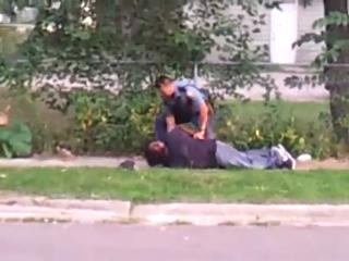 St. Paul, Minnesota Police brutality (Great Commentating) view on ebaumsworld.com tube online.