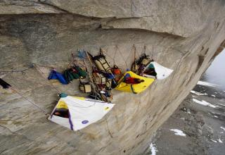 C&ers on an Arctic Cliff A group of climbers c& out in tents hanging off a 4000-foot cliff face in the Arctic. & 17 Death-defying photos that are amazing - Gallery | eBaumu0027s World