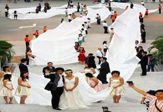 The Chinese Bride Who Wore A 200m Long Dress To Set World Record From Guangzhou China Worlds Longest Bridal Train At 219