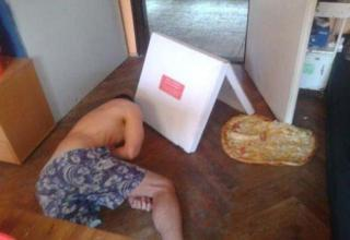 guy dropped his pizza on the gronud