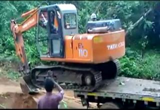 How NOT To Unload An Excavator