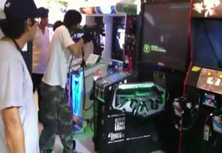 Thai Gamer Takes Arcade Gaming To The Extreme!