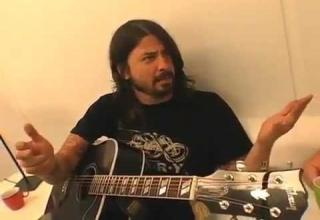 dave grohl gives kyle gass a music lesson