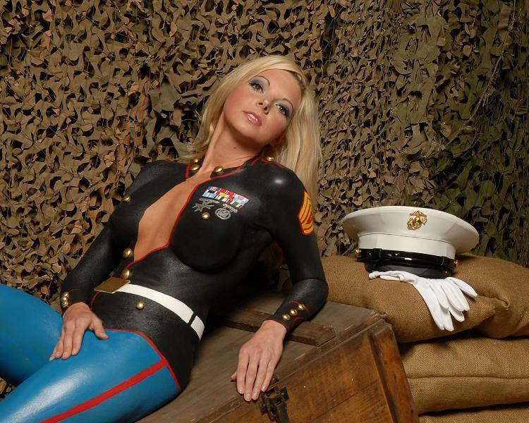 ритуал заключается военная форма на голом теле этого помимо