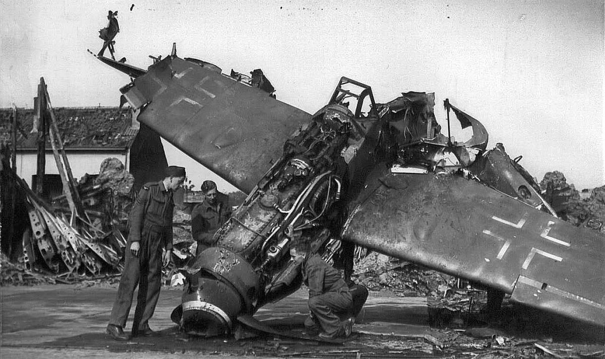 втором сбитый самолет картинки боченково