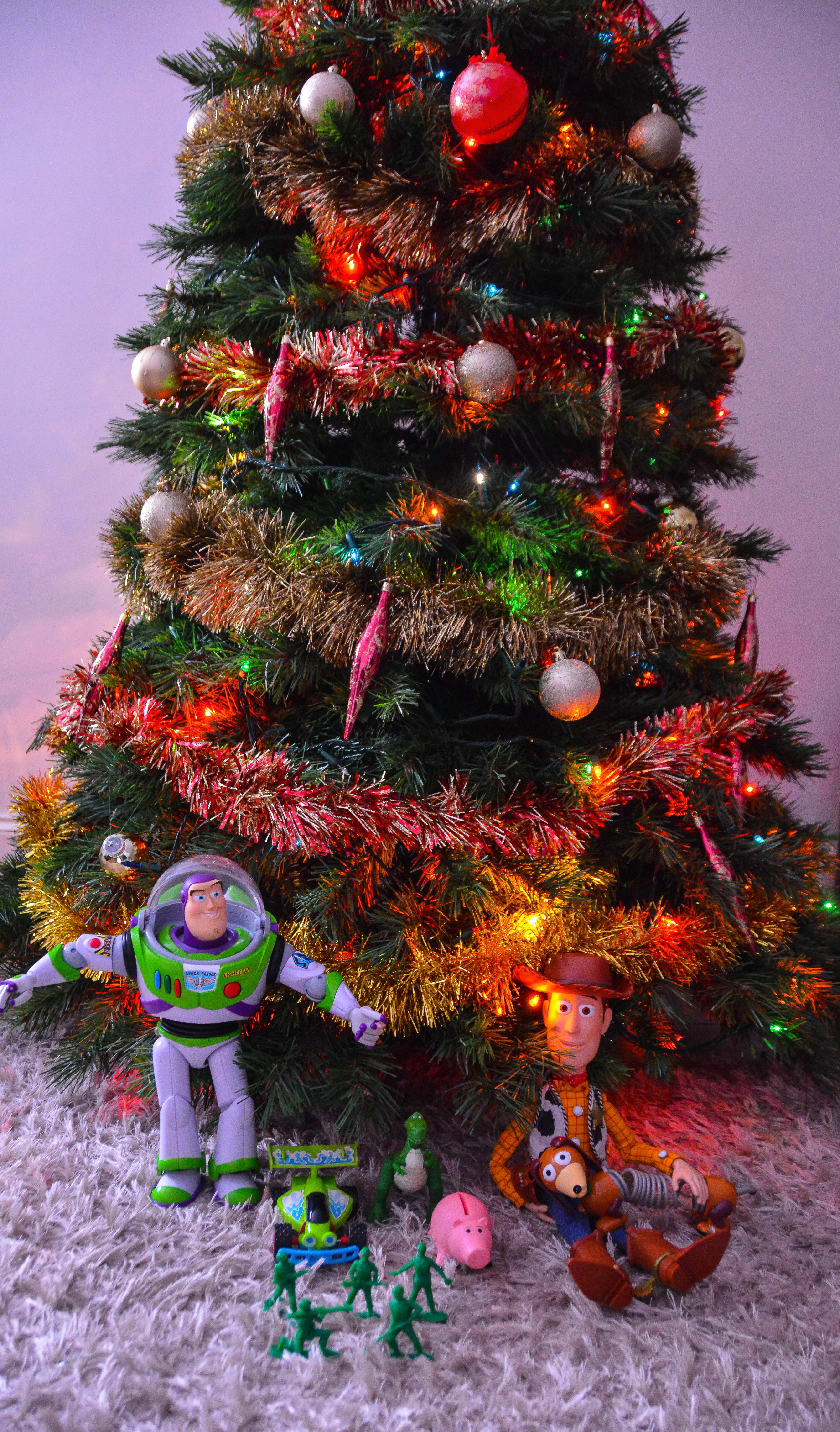 Toy Story Characters Put Up A Christmas Tree - Gallery ...