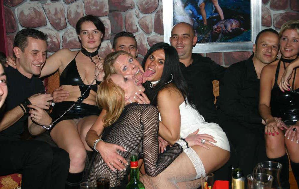 swinger-halloween-party-photo-booty