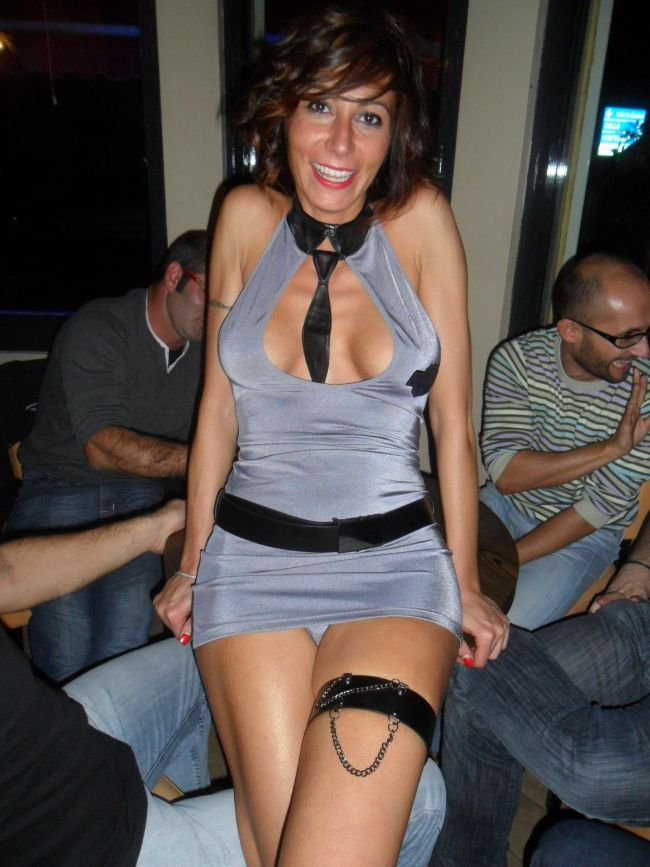 Milf up skirt pictures