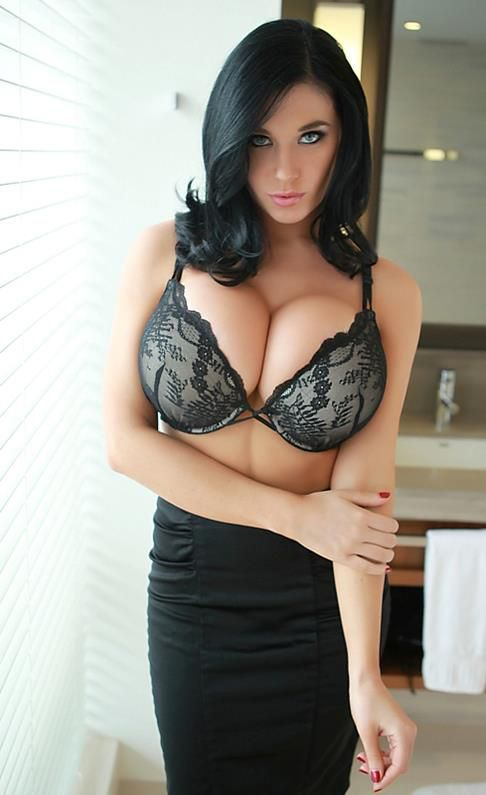 Porn shemale big tits