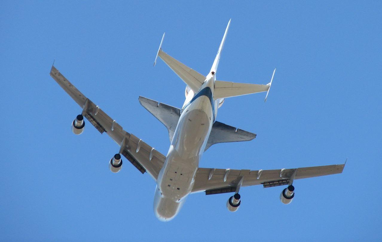 LivingInUrbanSac: Space Shuttle Flyover |Space Shuttle Flyover