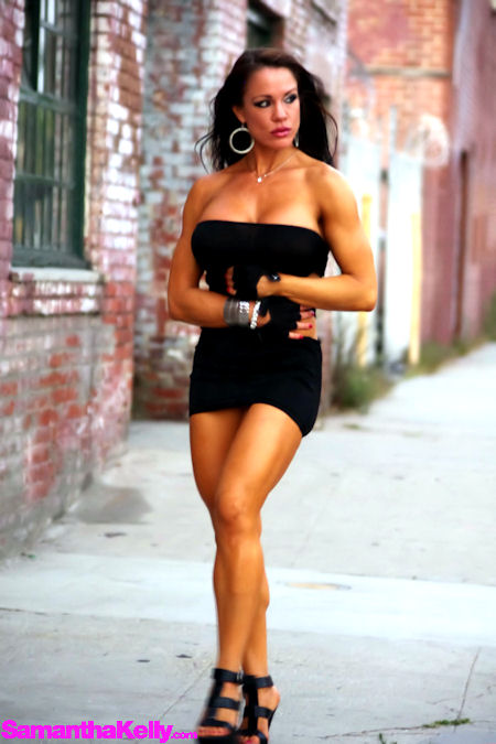 32Ddd Female Muscle Girl Samantha Kelly In A Lil Black Dress - Gallery  Ebaums World-1050
