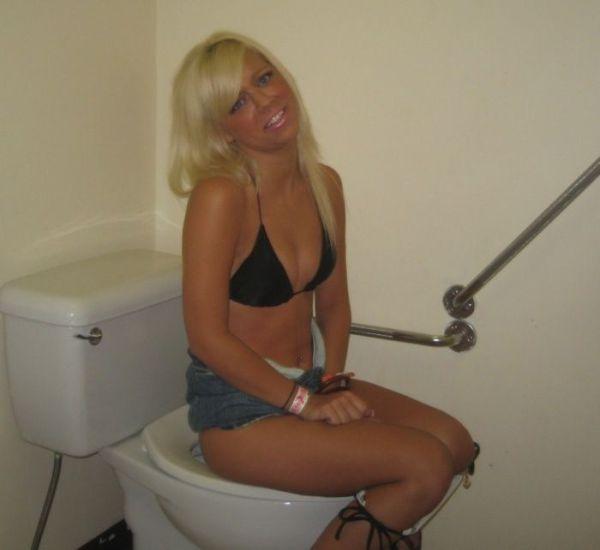 Hot Girls Peeing Number 1 - Gallery | eBaums World