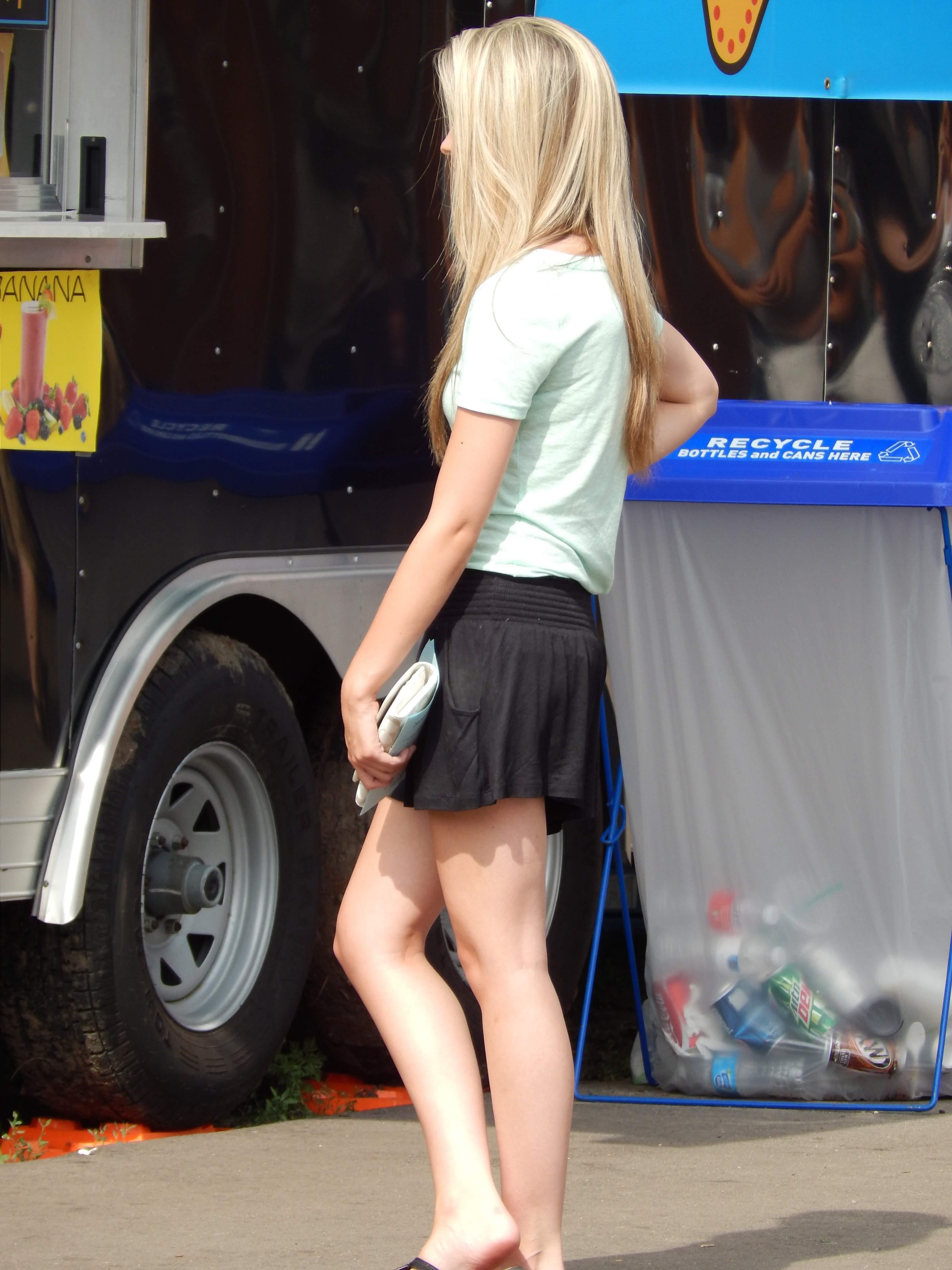 Sexy Street CANDIDS! - Gallery   eBaums World