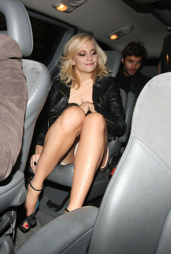 Upskirt celebs no panties