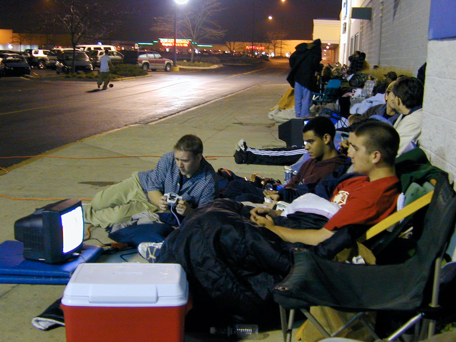 A Look Back At The Insanity Of PlayStation 2's Launch Day - Ftw ...