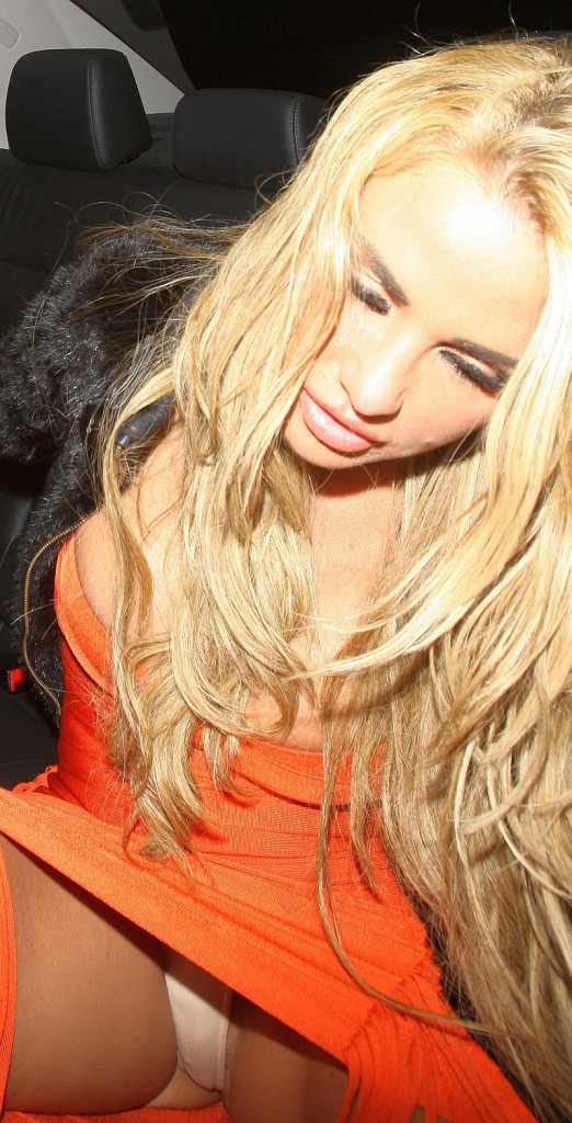 Hot Sexy Celebrity Upskirt Shots! - Wow Gallery   eBaums