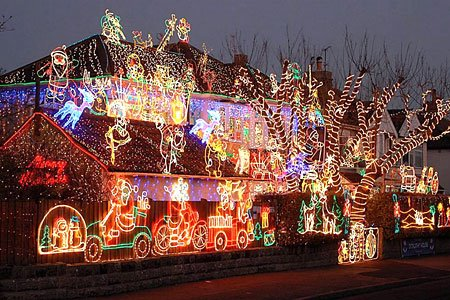 24 30 Funniest Christmas Decorations Ever