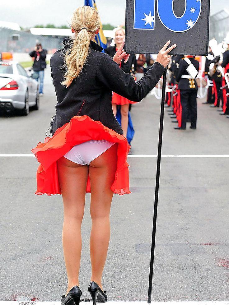 женщина подняла юбку - 2