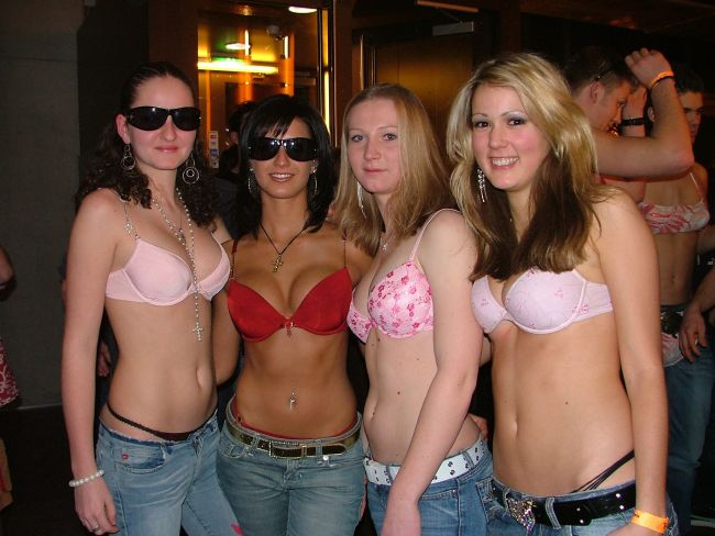 College Girls Flashing Party Bras - Picture  Ebaums World-4791