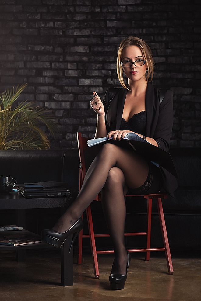 27 Sexy Librarians That Will Make You Reconsider -4278