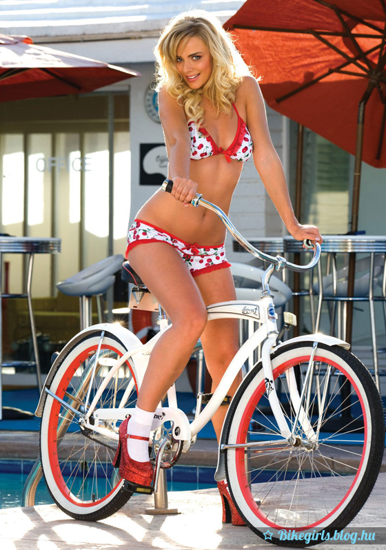 MARCY: Hot naked chicks on vintage bicycles