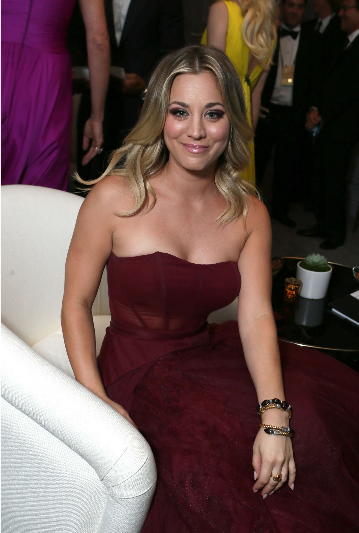 Kaley Cuoco - Gallery  Ebaums World-1680