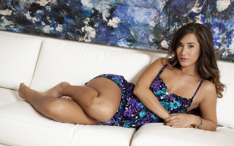 21 Eva Lovia