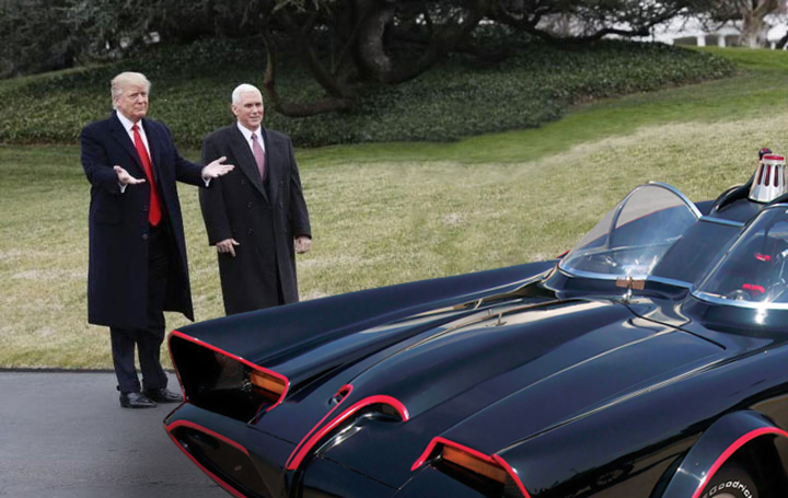 Trump showing off hos new Trumpmobile!