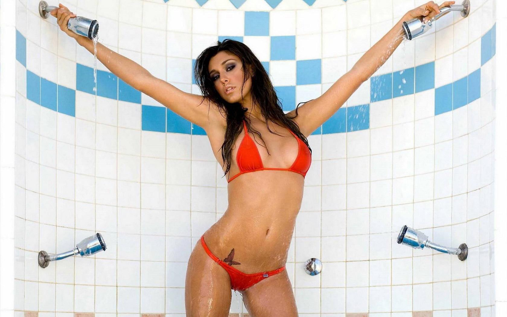 Girls having sex big dildos