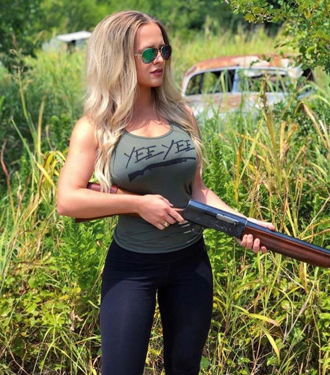 Hot girls hunting 35 Pics Of Hot Chicks Posing With Fresh Kills Wow Gallery