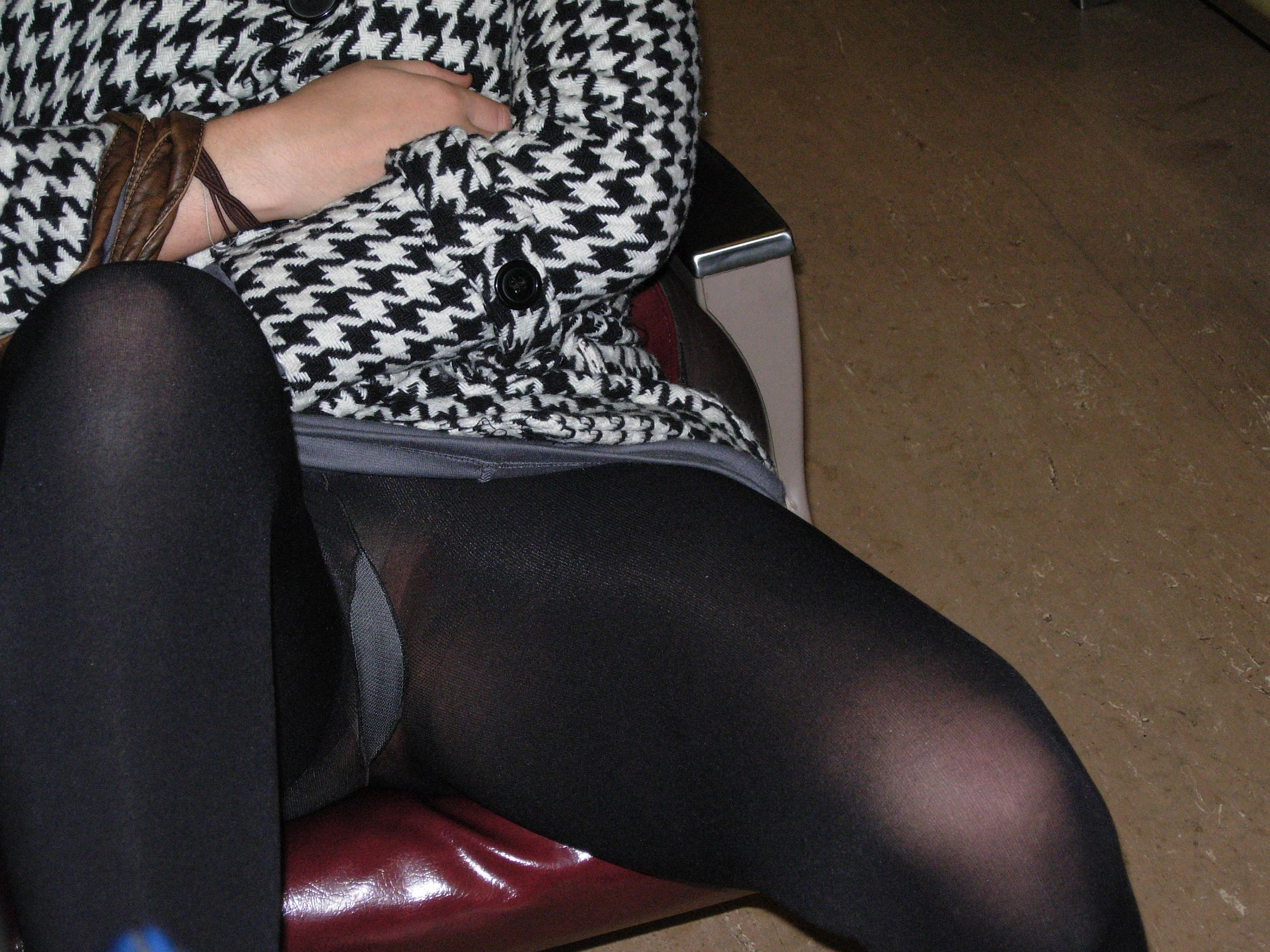 Upskirt pics of passed out chick - Gallery | eBaums World