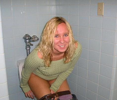 Bath girls pissing