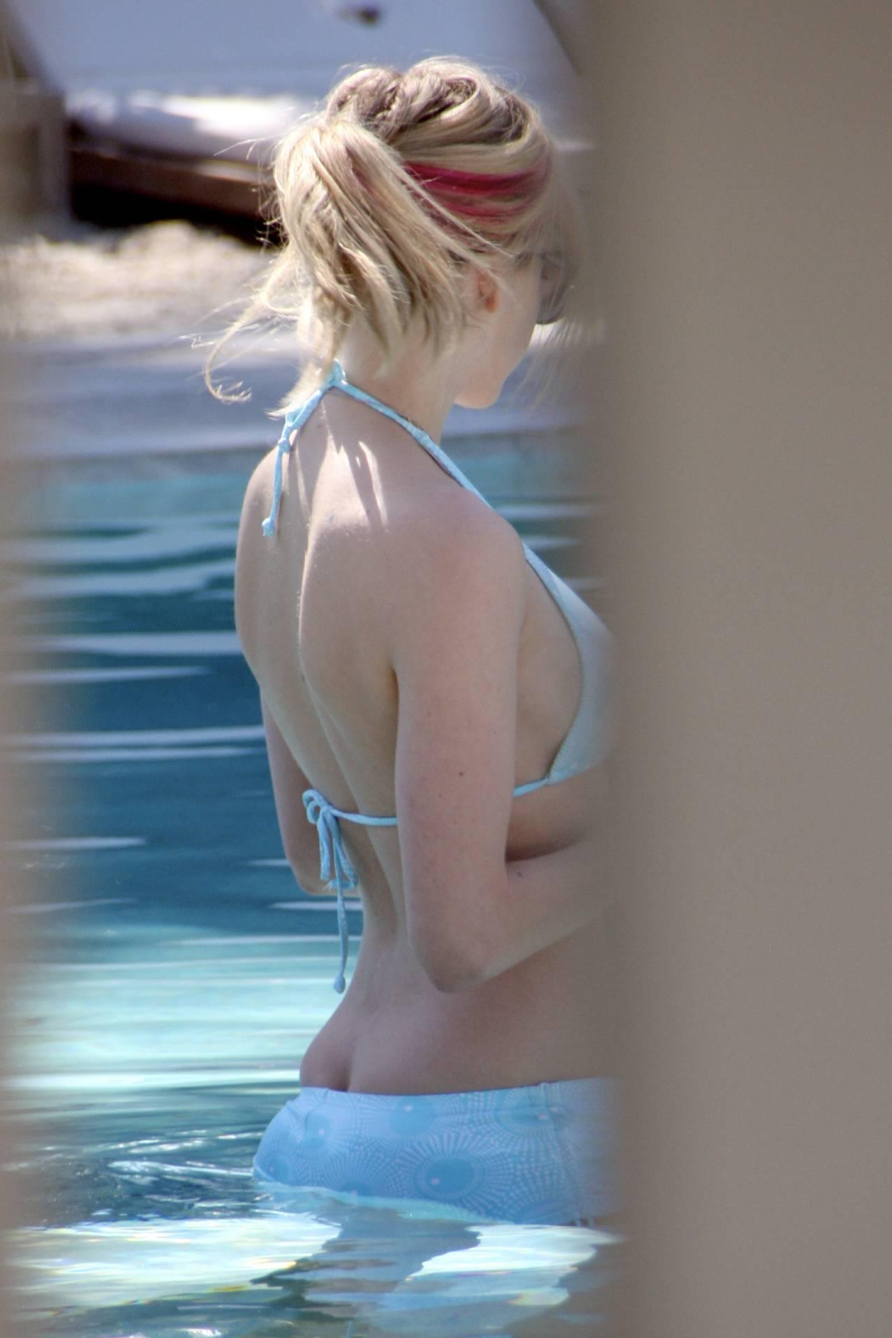 Avril Lavigne leaked nude