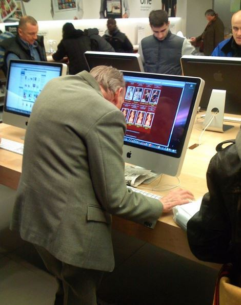 23 People Caught Looking At Porn In Public - Funny Gallery