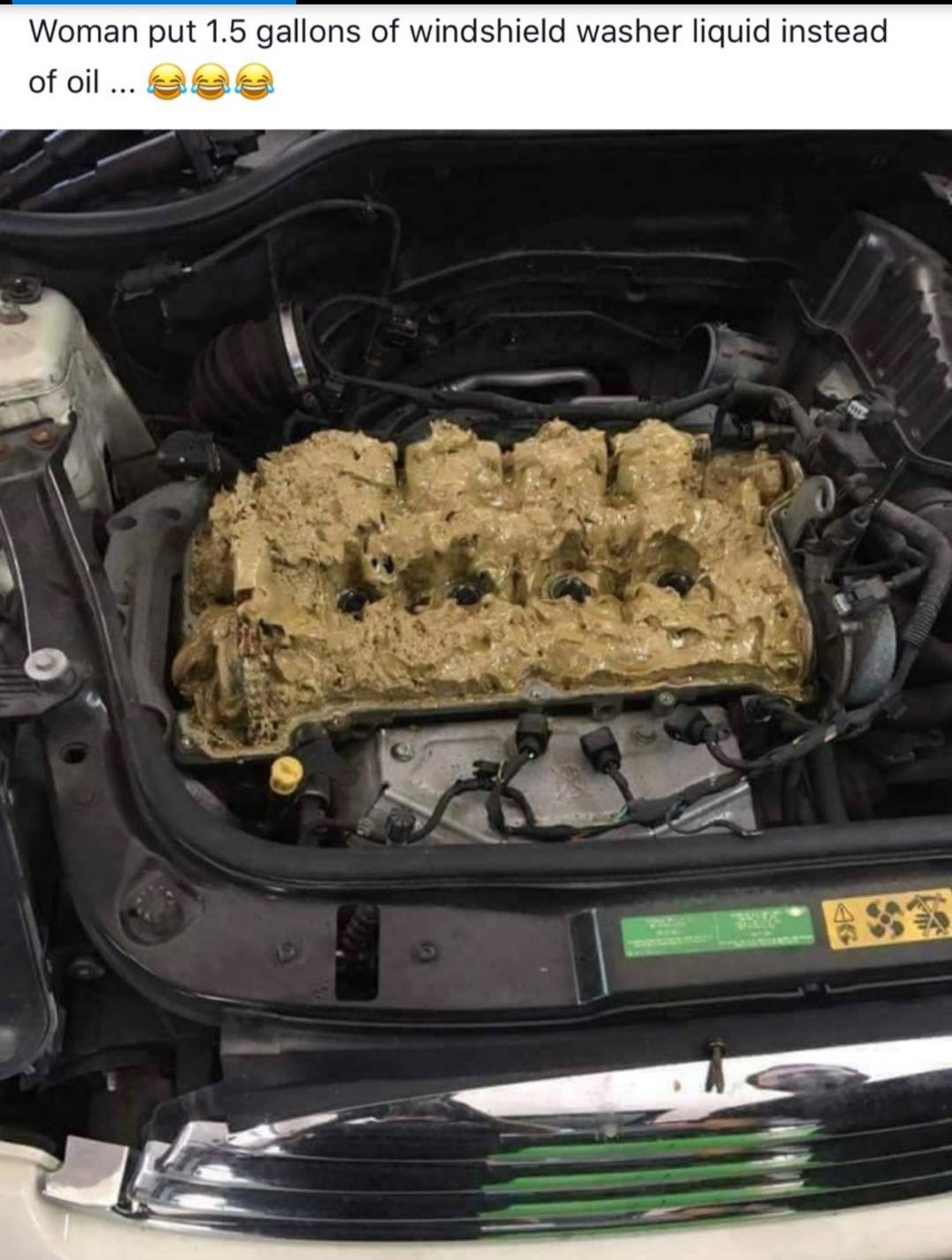 líquido de lavagem no óleo do motor - mulher colocar 1,5 litros de líquido de lavagem do pára-brisa em vez de óleo ... ae