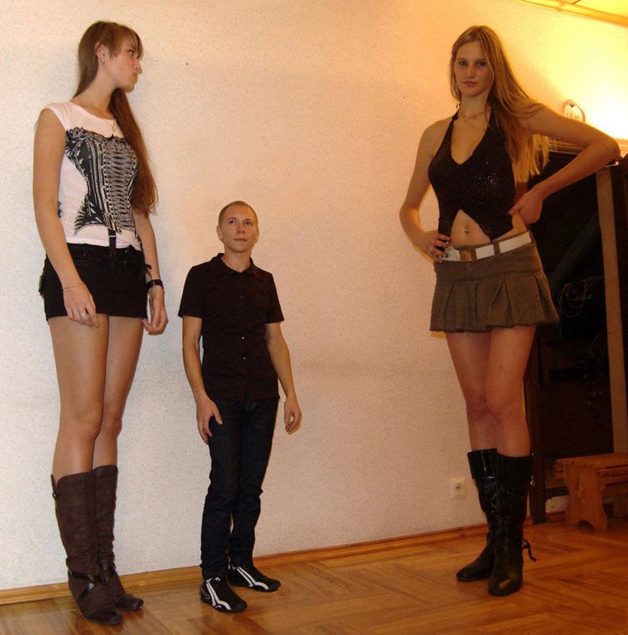 23 Tall Women Who Dwarf Everyone Around Them - Wow Gallery  Ebaums World-6841