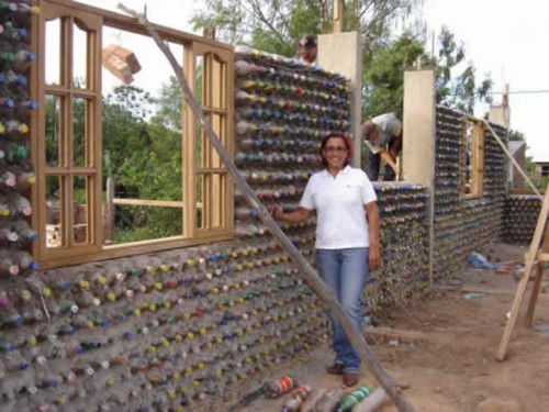 Most of us are convinced that house should be built from regular and expensive materials and most of us believe that alternative materials are often not so stable and quality.When you have enough money then you really do not have a reason for an alternative but when you live in poor part of Mexico then every alternative is more than welcome.