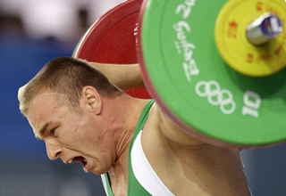 From this year's Olympics, one of the worst weightlifting accidents ever! Hungarian weightlifter Janos Baranyai's first Olympics ended in agony.