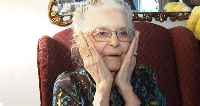 Grandma Saw Her First Porno - Video  Ebaums World-7112