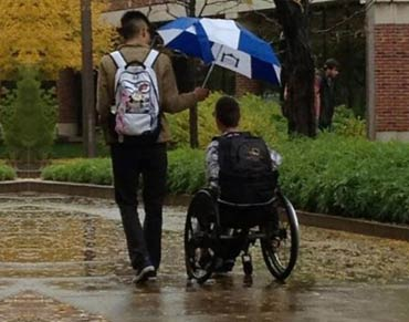 30 Acts of kindness to help restore your faith in humanity.