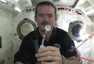 A presentation of each lesson from the Canadian astronaut, brought to you in GIF format...