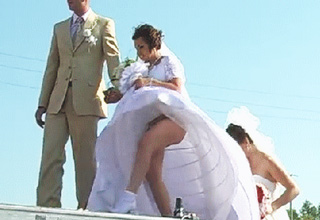 Hilarious examples of wedding fails in GIF format.
