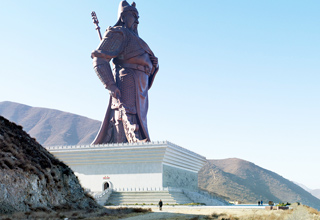 Huget and amazing statues found around the world....