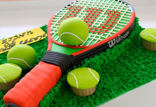 32 cakes any sports fan can appreciate.